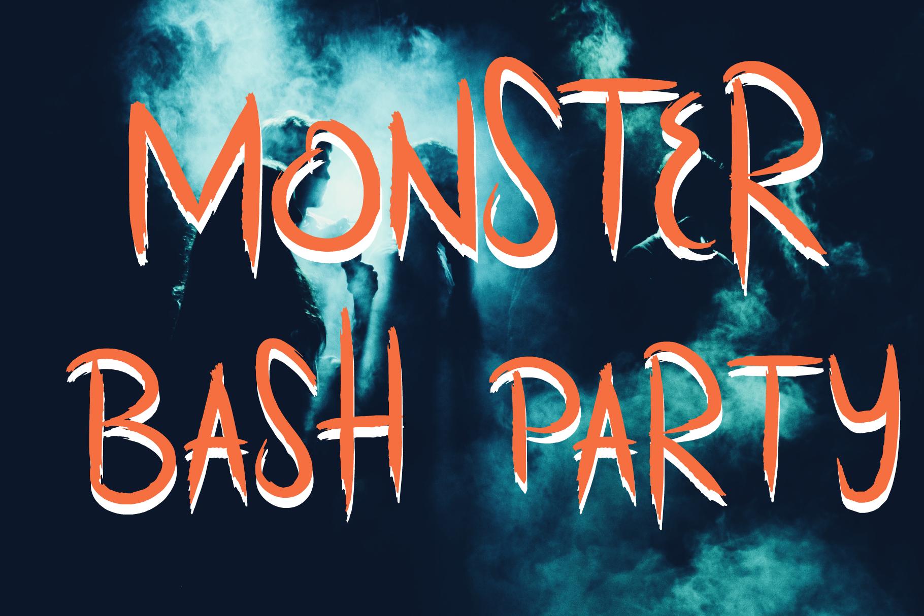 Scratchy Door Halloween Font example image 2