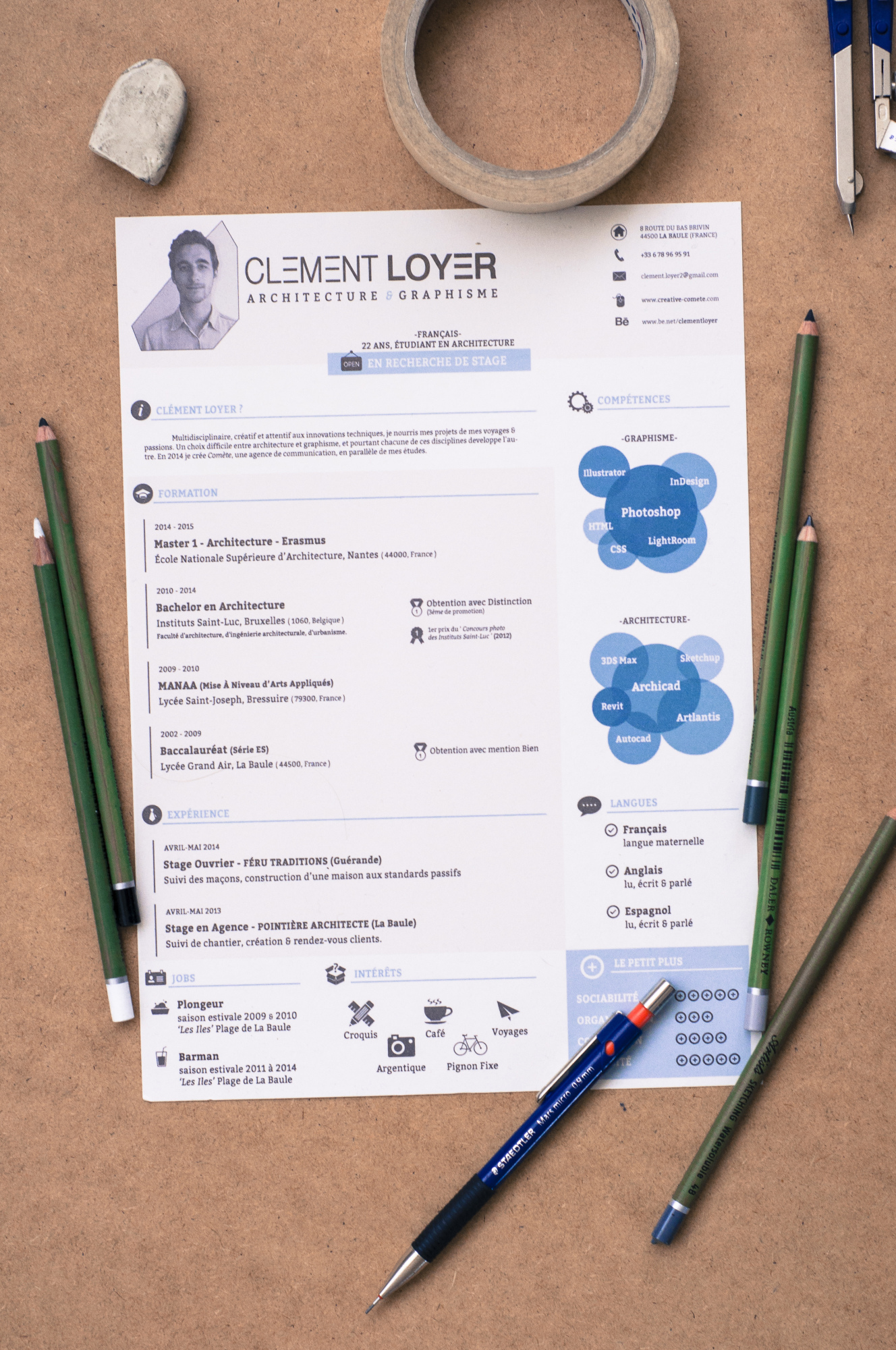 Graphic Blue Resume example image 1