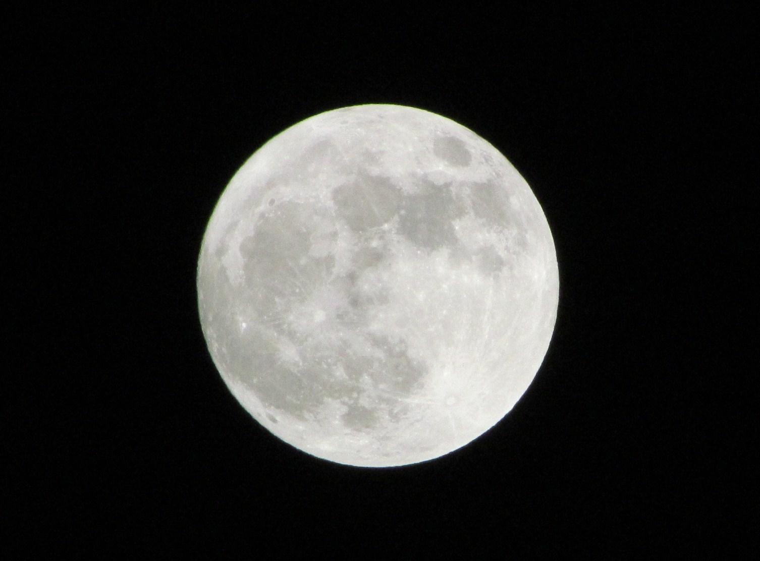 Full Moon example image 1