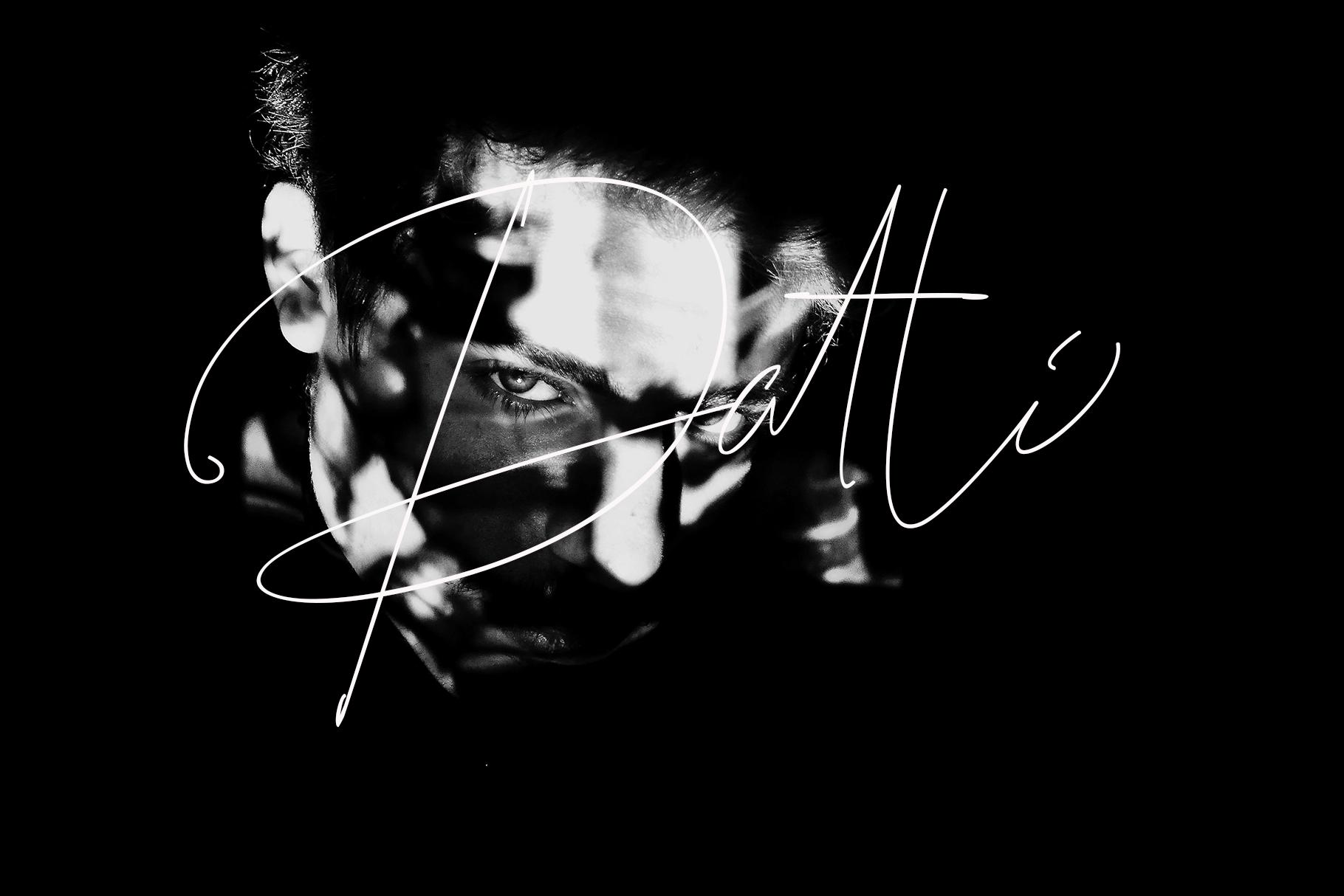 Guitarist example image 4