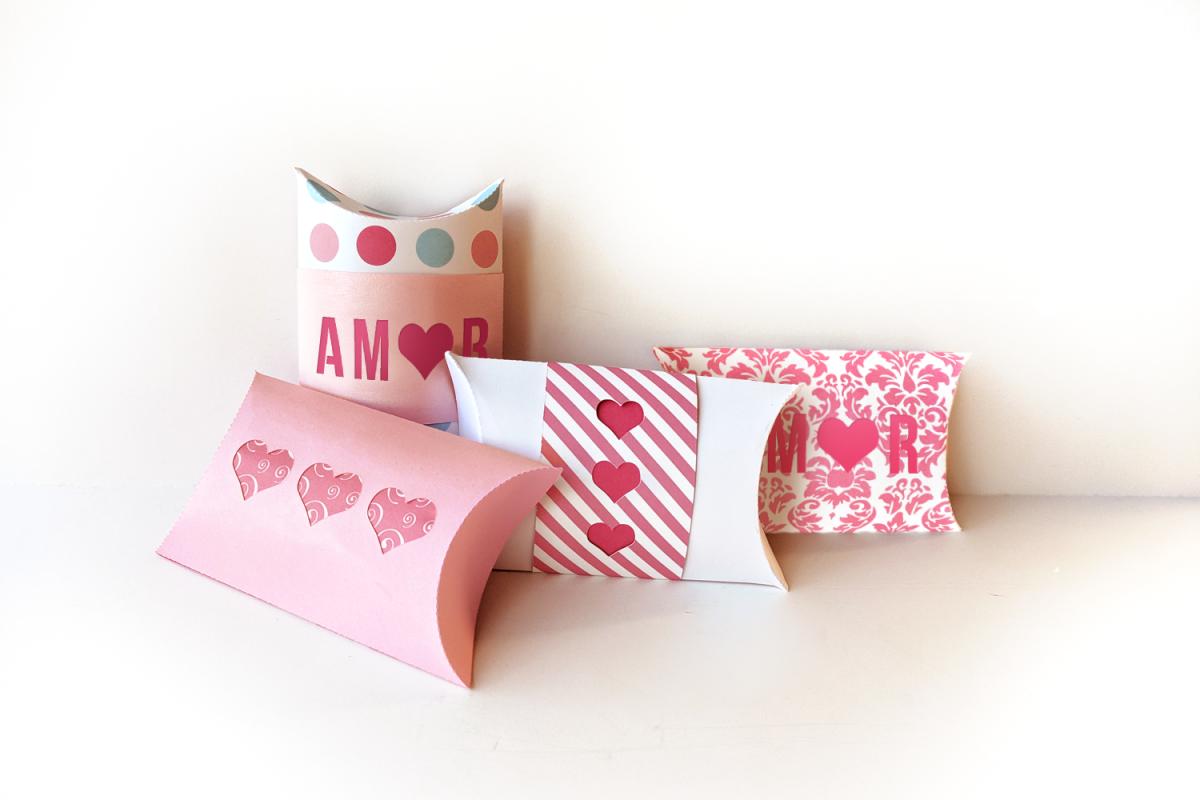 Amor y Corazones Caja Pillow Box SVG Design example image 1