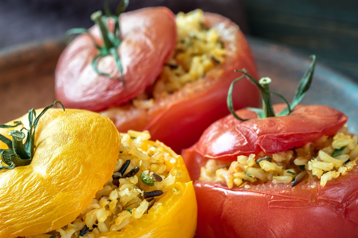 Stuffed tomatoes with brown and wild rice mix example image 1