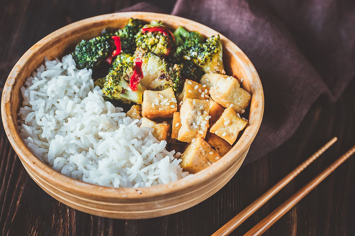 Tofu and broccoli stir-fry with white rice example image 1