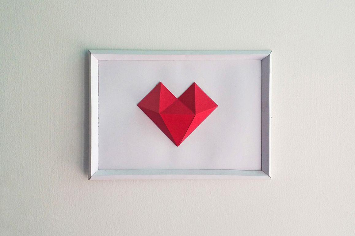 DIY Heart Frame - 3d papercraft example image 1