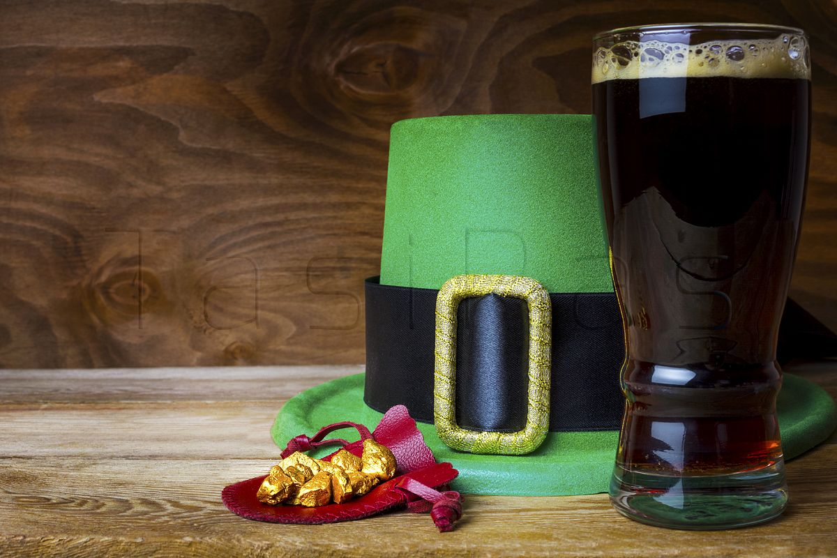 Saint Patrick day green leprechaun hat and big beer glass example image 1