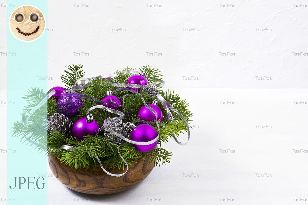 Christmas Purple.Christmas Centerpiece With Glitter And Purple Baubles