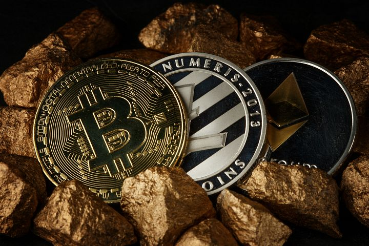 Golden Bitcoin Coin JPG set example 10