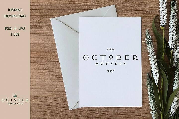 Mockup card & envelope on wooden background | Greeting card
