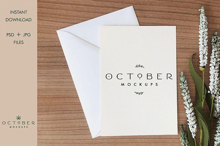 Mockup card & envelope on wooden background   Greeting card