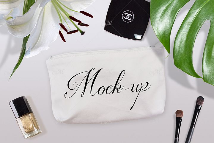 Cosmetic Bag Mock-up. PSD&JPG