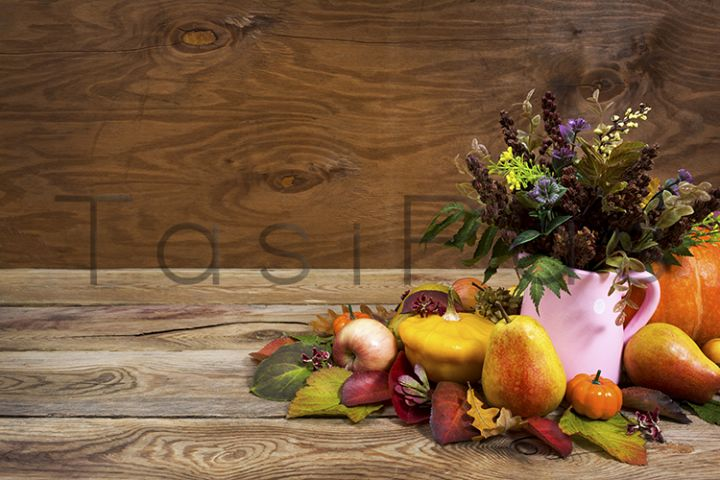 Fall centerpiece with wild grass in pink vase, copy space