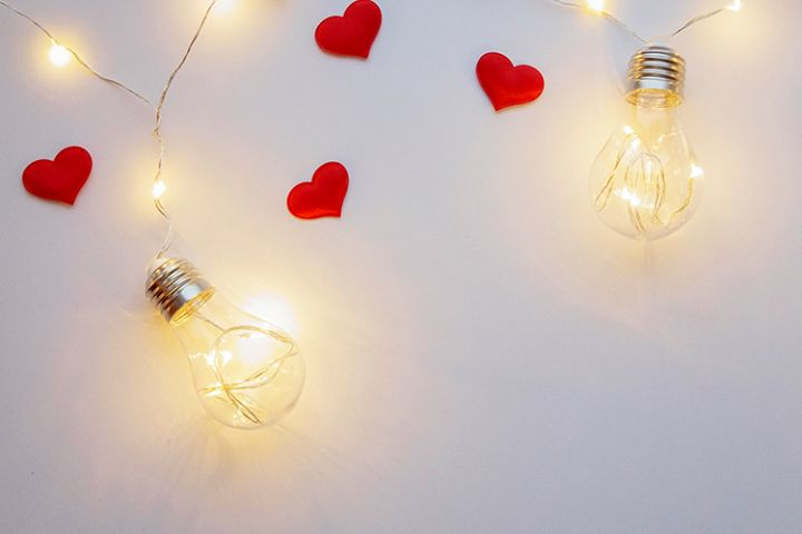 Light background with lamps and red hearts
