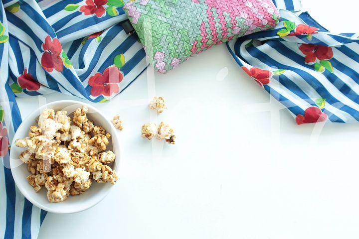 Blue desktop feminine popcorn