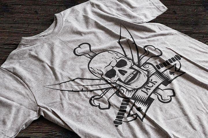 Jolly Roger bones & sabers example 4