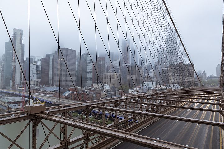 Brooklyn bridge long exposure on a foggy morning
