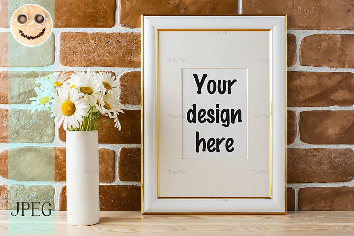 Gold decorated frame mockup with daisy bouquet
